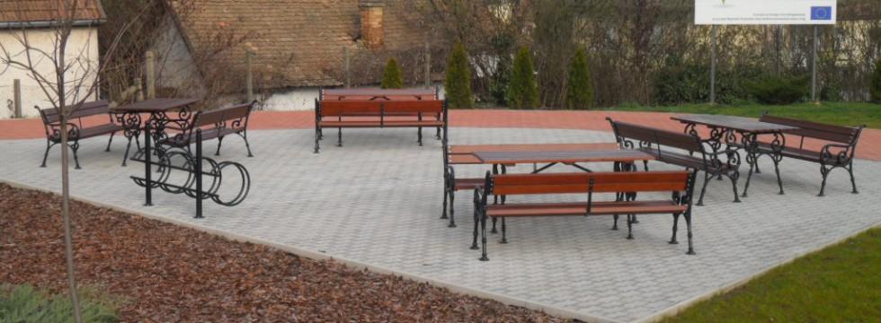 Köztéri park kialakítása Mátraderecskén 1